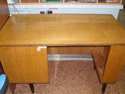 Продам письменный стол полированный.
